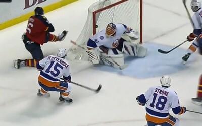 Máme tu ďalšieho adepta na zákrok roka v NHL, tentokrát sa činil náš Jaro Halák!