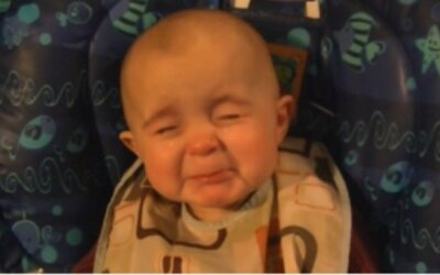 Mamička spievala svojej malej dcérke, tá sa od dojatia rozplakala