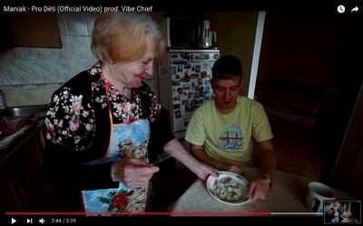 Maniak ti ukáže typické Rusko a připomíná, že rap dělá hlavně pro děti