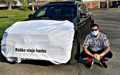 Manžel Zuzany Plačkovej baví internet. Rúško nosí nielen on, ale i jeho auto