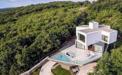 Manželé našli svůj ráj na Zemi. Ostrovní vila s unikátním bazénem tě okouzlí svou elegancí