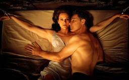 Manželka sa po nevydarených sexuálnych hrách ocitá pripútaná k posteli. Vydaril sa thriller Gerald's Game podľa Stephena Kinga? (Recenzia)