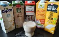 Marcipánový nálev, nápoj od Coca-Coly nebo nepovedené Alpro? Testovali jsme rostlinné náhražky mléka