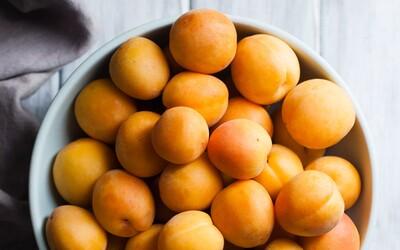 Marhuľa je obľúbené letné ovocie a ponúka viac, ako len osvieženie s nízkym počtom kalórií