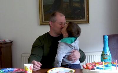 Marian Kotleba zverejnil video so synom. Vysvetľuje, čo sa stalo v Egypte, a pridáva ďalšie hoaxy