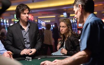 Mark Wahlberg ako závislý gambler, ktorý musí splatiť dlh mafii a napraviť rozvrátené rodinné vzťahy
