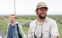 Mark Wahlberg spieva so svojím homosexuálnym synom Lady Gagu. Šikana dovedie chlapca k samovražde