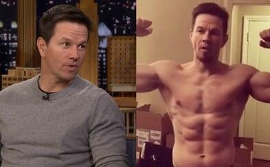 Mark Wahlberg vysvětloval svůj extrémní denní režim, dle něhož se sprchuje 90 minut a hodinu stojí v kryokomoře