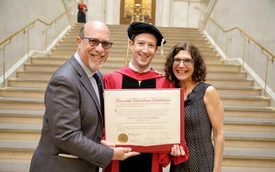 Mark Zuckerberg konečne ukončil školu. Zakladateľ Facebooku sa po trinástich rokoch znovu vrátil na Harvard