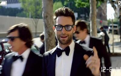 Maroon 5 nečakane zavítali na niekoľko svadieb a vytvorili klip ku skladbe Sugar