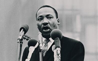 Martin Luther King: Bojovník za ľudské práva Afroameričanov a držiteľ Nobelovej ceny za mier, ktorú si vyslúžil aj za svoj nezabudnuteľný prejav