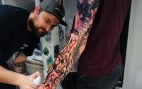 Martin zavesil učenie na klinec a začal s tetovaním: Za dva dni zarobím toľko, čo bežne pedagóg za mesiac (Rozhovor)