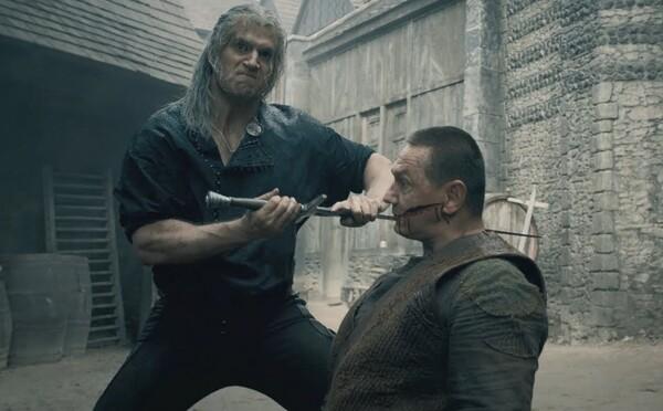 Masaker v Blavikene sa natáčal na jeden záber. Henry Cavill sa bil s polovičným mečom, ktorý dorobili vďaka CGI