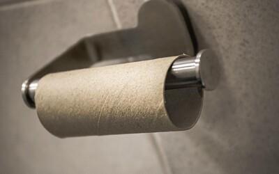 Matka před ním schovala toaletní papír, prý ho používal příliš mnoho. Dal jí pěstí a skončil ve vězení