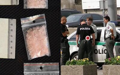 Matka s dcérou vyrábali doma v Košiciach pervitín. Zohranú rodinnú dvojicu chytili policajti s viac než 140 dávkami drogy