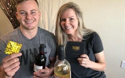 Matka se synem prodávají kondom na víno a jejich tržby dosahují statisíců