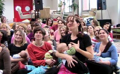 Matky budou na protest hromadně kojit na pobočkách Raiffeisenbank