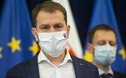 Matovič ohlásil ďalšie opatrenia proti koronavírusu. Rúška mimo domu budú povinné, študenti prídu o bezplatné vlaky