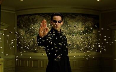 Matrix je metaforou pro transgender identitu, potvrdila režisérka legendárního filmu