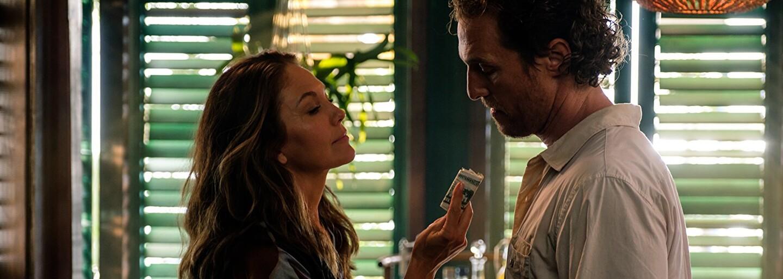 Matthew McConaughey váha nad vraždou násilníckeho manžela krásnej Anne Hathaway v lákavom mysterióznom thrilleri