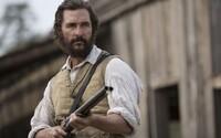Matthew McConaughey vedie v debutovom, prekvapivo akčnom traileri rebéliu proti Konfederácii
