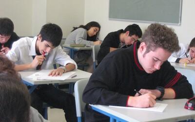 Maturitní zkoušku odstartovaly slohy. Z jakých zadání si mohli studenti vybírat?