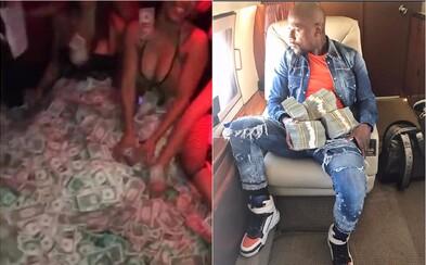 Mayweather si spolu so striptérkami zaplával v bankovkách. Američan si po zápase s McGregorom užíva luxus aj naďalej