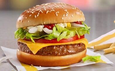 McDonald's představuje veganský hamburger, přivítej McPlant