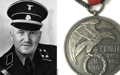 Medaile strážce Adolfa Hitlera, který se diktátora jal chránit během převratu, se v aukci prodala za 1 milion korun
