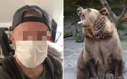 Medveď zabil trénera s nasadeným ochranným rúškom. Kvôli prekrytej tvári ho nespoznal