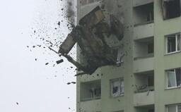 Megabager zbúral v pondelok časť prešovskej bytovky. Demolačnú prácu prerušovalo hľadanie poslednej obete