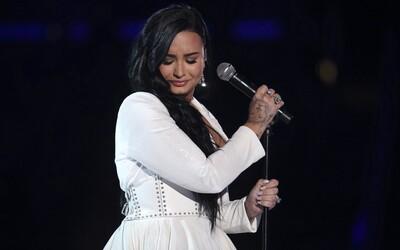 Měla jsem tři mrtvice a infarkt, zbývalo mi jen pár minut života, prozradila zpěvačka Demi Lovato v novém dokumentu