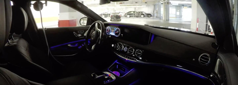 Mercedes trefne demonštruje svoj autonómny režim. Nové S-ko odchádza z výrobnej linky bez vodiča