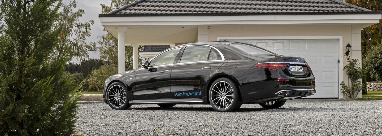 Mercedes triedy S v novej plug-in hybridnej verzii dokáže na elektrický pohon absolvovať viac ako 100 km