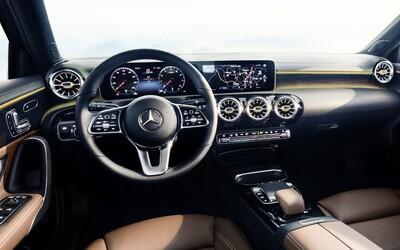 Mercedes vyráža prvými fotografiami A-čka dych. Futuristický interiér sa úplne lúči s analógovými budíkmi