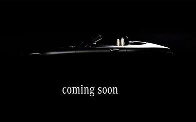 Mercedes-AMG láka v upútavke na úplne nový roadster. O čo ide?