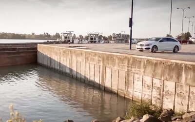 Mercedes-Benz Slovakia podcenil sílu Facebooku. Po prohrané sázce utopil CLA Shooting Brake!