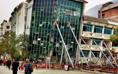 Mesto zasiahnuté zemetrasením slúžilo ako pamätník obetiam