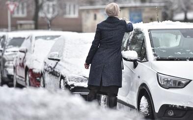 Meteorologové varují před závějemi, připadne až 50 centimetrů sněhu