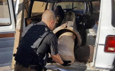 Mexický kartel používal podomácky vyrobenú bazuku na drogy, ktorou vystreľoval narkotiká cez americkú hranicu. Policajti ju našli v dodávke