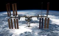 Mezinárodní vesmírná stanice byla nečekaně vykloněna z letové osy. Testovací zážeh motorů ruské lodě trval příliš dlouho