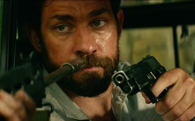 Michael Bay si dal od Transformerov pauzu a natočil akčnú drámu z napadnutého mestečka v Lýbii