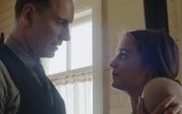 Michael Fassbender a Alicia Vikander sa ocitnú na opustenom ostrove, ktorý vyskúša silu ich lásky