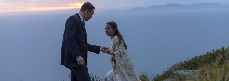 Michael Fassbender a Alicia Vikander si vynucujú právo na cudzie dieťa v srdcervúcej melodráme The Light Between Oceans (Recenzia)