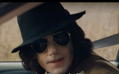 Michael Jackson, Adolf Hitler, Marlon Brando či Bob Dylan ožívajú v bizarnej britskej komediálnej minisérii Urban Myths
