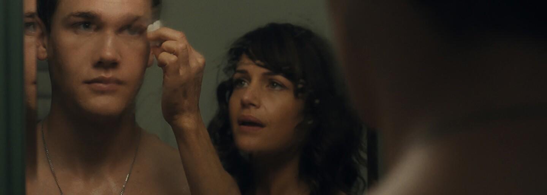 Michael Shannon sa v dráme Wolves predstavuje ako alkoholik a gambler, ktorý svojou závislosťou môže zničiť budúcnosť svojho syna