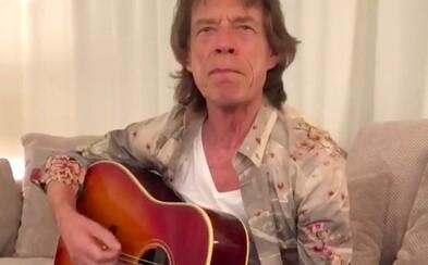 Mick Jagger zahrál úryvek z Pec nám spadla