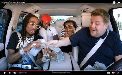 Migos zaflexovali v Carpool Karaoke s 210 tisíci dolary v hotovosti. Zazpívali Whitney Houston i své největší hity