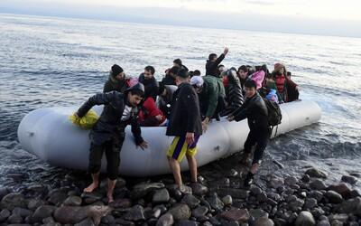Migranti v gréckych táboroch by mohli dostať až 2 000 eur. Ak sa rozhodnú vrátiť domov