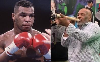 Mike Tyson si vychutnal gigantického jointa. Na svojom ranči bude školiť pestovateľov marihuany